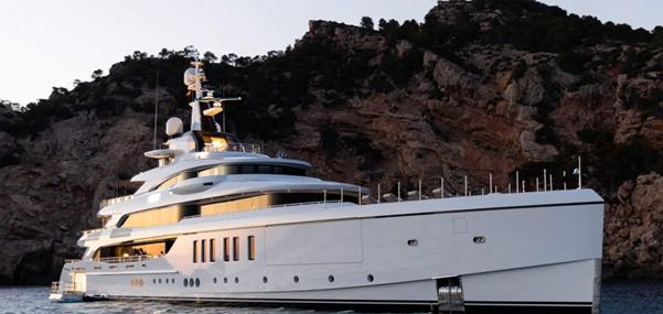 mega yacht Italy