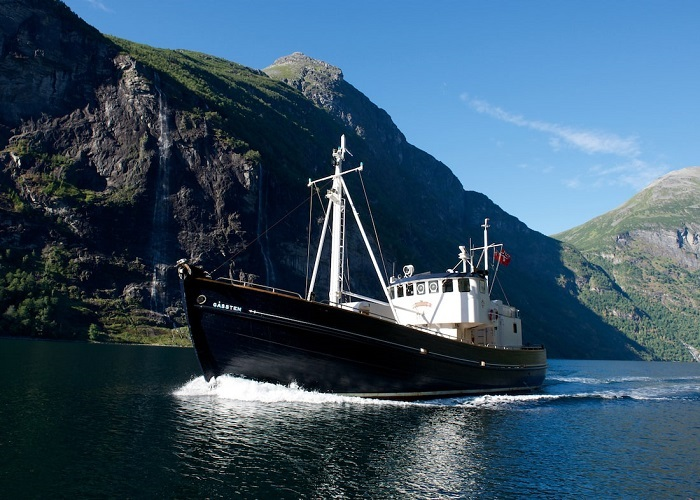 Private Yacht Charters charter the HMS Gassten